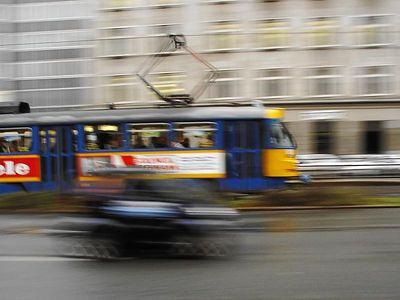 2004-11-16_03398 Smart vs. Tram am Augustusplatz