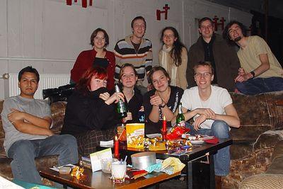 2004-12-13_03522 Lisas und Sebastians lustige Geburtstagsrunde und es gucken tatsächlich alle in die Kamera