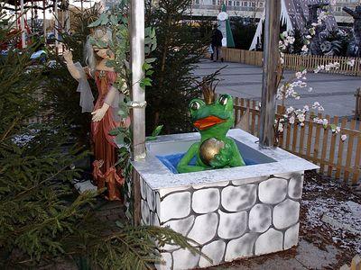 2004-12-20_03579 der Froschkönig auf dem Augustusplatz