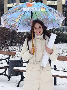 2005-02-15_03899 Lisa nach der Prüfung, man beachte die Handzeichen (richtig lesen, also von rechts nach links! *grins*)
