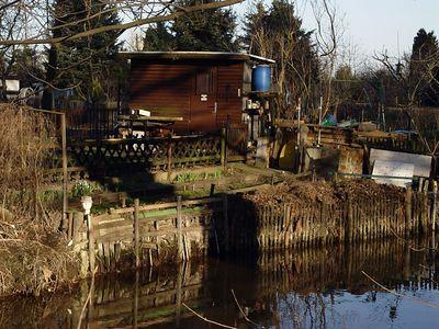 2005-03-21_04424 Die Laube am Fluss