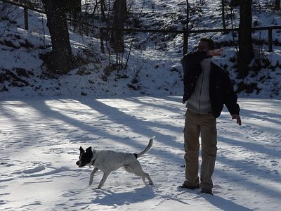 2005-03-02_04117 Thomas und Santo auf dem Eis