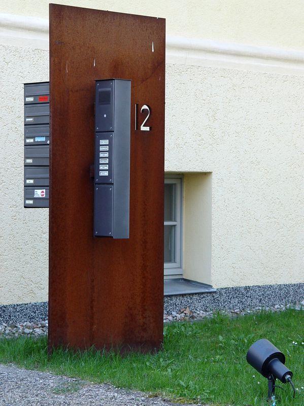 2005-04-12_04592 Damit man den rostigen Kasten im Dunkeln auch nicht übersieht...