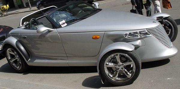 2005-04-04_04555 DIE Attraktion...ein Plymouth im Halteverbot mit Knöllchen in der Innenstadt