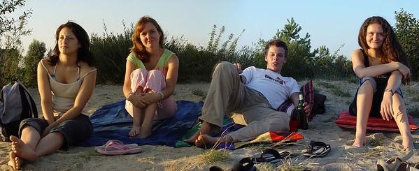 2005-08-01_05822 Lisa, Elisabeth, Jörn und Eva im Licht des Sonnenuntergangs am Cospudener See (2-Bild-Panorama - für Detailansicht HIER klicken )