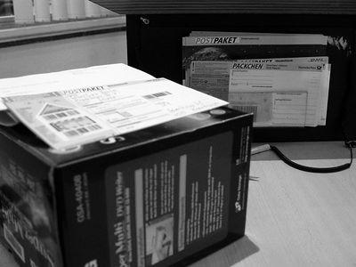 2005-09-29_06600 Mein DVD-Brenner geht nun zum vierten Mal unfrei zum LG Support - zum Glück sind erst am 13.Oktober 2 Jahre rum und damit auch die Garantie. Wenn ich auch immer Pech mit den Geräten von LG habe, so könnte der Support nicht besser sein, weil ich kein Porto zahlen muss.My DVD burner is defect for the fourth time - luckily the warrenty is due to the 13th of October. Besides the trouble of sending it in for free everytime, the support from LG is top notch.