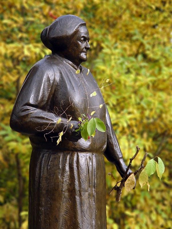 2005-10-25_06934 Clara Zetkin im Johanna Park neben dem Clara Zetkin ParkClara Zetkin in the Johanna Park next to the Clara Zetkin Park