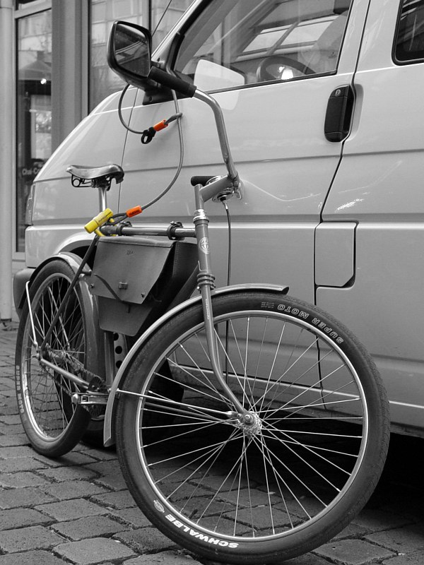 2005-11-02_07011 Fahrrad- oder Autodiebstahlsicherung bzw. Wegfahrsperre? Bicycle or car anti-theft method or rather a new immobilizer system?