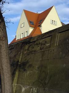 2005-11-28_07423 Mauer oder Graben - Hügel oder Ebene? wall or moat - hill or flat