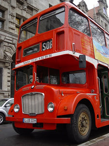2005-12-20_07754 Selbst in London werden diese alten Busse immermehr eine Rarität - Leipzig hat noch einen, den man zudem auch noch für Fahrten buchen kann. Even in London these kind of busses gets more and more a rarity. Leipzig still got one running, which you can even rent for little tours for special occasions.