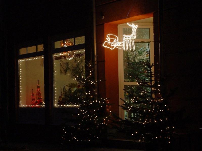 2005-12-05_07492 eine der wenigen größeren Weihnachtsdekos, die ich heute gesehen habe one of the few bigger Christmas decorations I've seen today