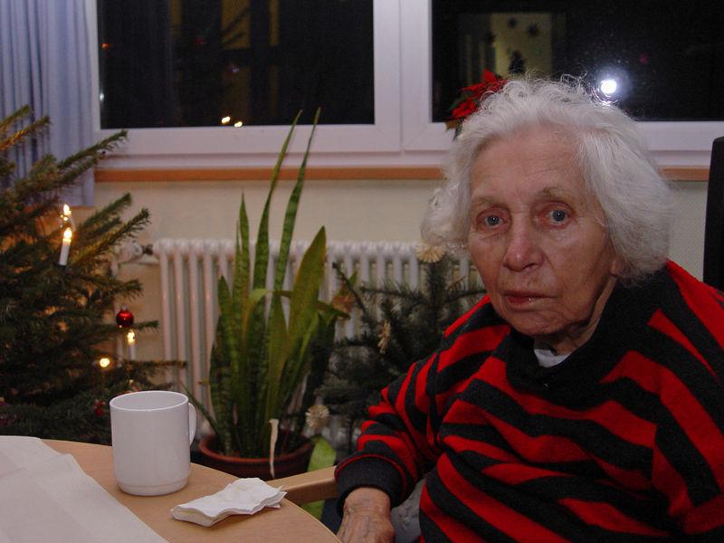 2006-01-01_07976 Zu Besuch bei Oma im Krankenhaus - nach einem leichten Schlaganfall kommt sie glücklicherweise in 2 Tagen schon in die Reha und dann hoffentlich bald wieder nach Hause! Visiting Grandma in the hospital. After suffering a slight stroke she'll be in rehab in 2 days and hopefully soon back home!