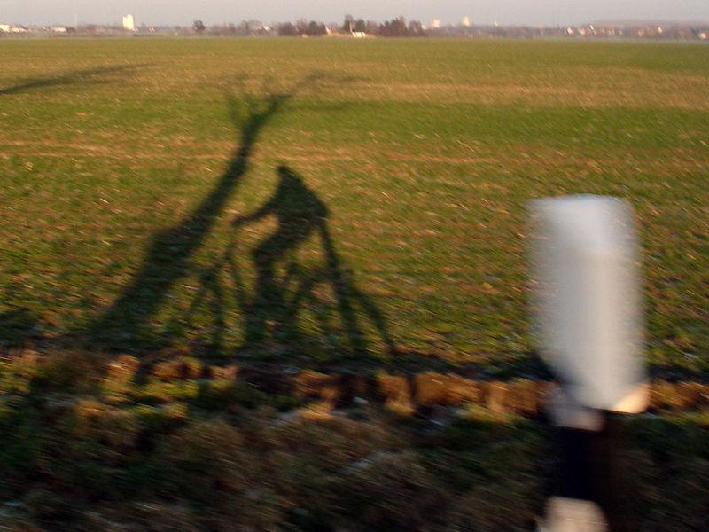 2006-01-15_08296 Schattenradfahrershadow bicyclist