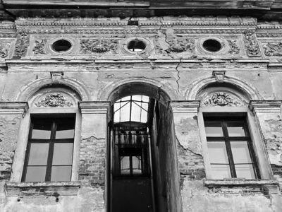 2006-02-27_08806 alte Häuserfassade eines noch bewohnten Hauses old facade of a still inhabitated house