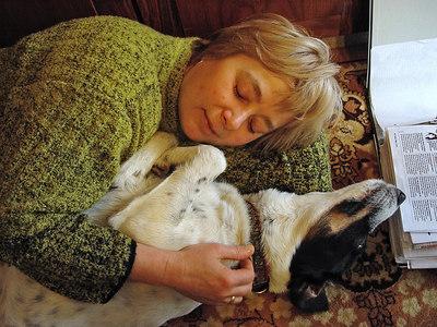 2006-03-26_09200 Während Mutti sich ausruht, wacht Santo über den Papierkram. While mom's resting Santo watches over the paperwork.