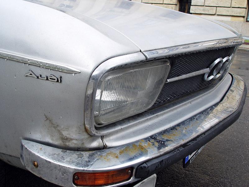 2006-03-31_09251 Hat irgendwe schonmal einen alten Audi gesehen? Ich kann mich nicht erinnern jemals irgendeinen alten gesehen zu haben . alte Opel, Mercedes und BMW - aber Audi? Nein! Did anyone ever happen to see an old Audi? I can't recall having ever seen an old one - old Opel, Mercedes and BMW - but Audi? No!