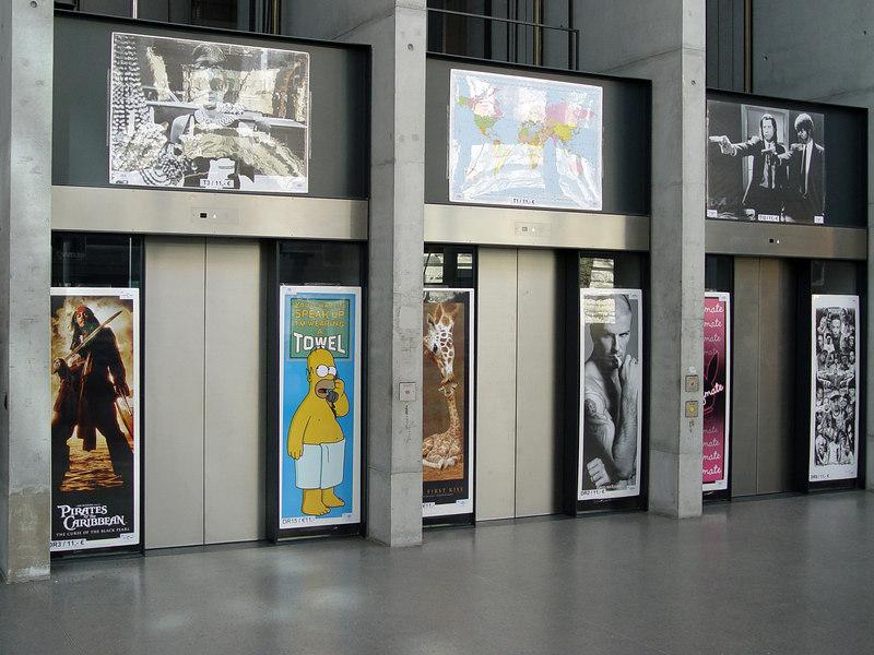 2006-04-06_9298 Die Aufzüge des GWZ zum Posterverkauf! Sieht ziemlich cool aus, nicht? The elevators of the GWZ (Arts department of the University Leipzig) during the poster sale! Looks pretty cool, eh?