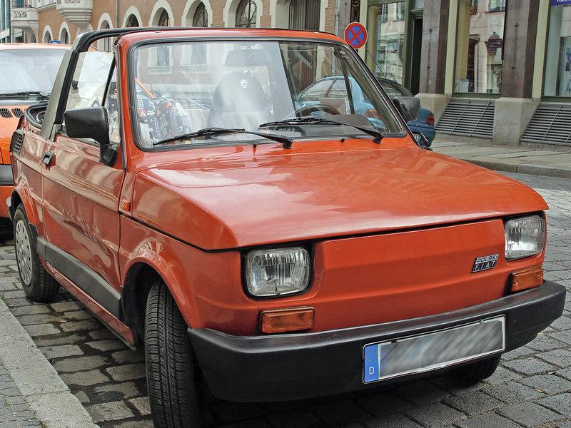 2006-04-05_09293 Dieser smarte Fiat Polski sieht wie das Vorbild des Smart aus. Sie haben ihn vorn und hinten nur noch ein wenig zusammengedrückt und Smart genannt. (ich will keines der beiden Autos beleidigen - es sieht für mich nur so aus) This smart Fiat Polski lile the role model of the Smart. They just squeezed the front and back more and named it Smart. (no offence meant to both cars- I'm just saying)