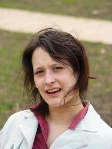 2006-04-20_09497 Lisa im Park Lisa in a park