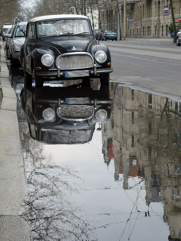 2006-04-18_9455 Auto in einer Pfütze  Car in a puddle
