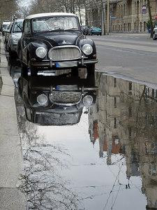 2006-04-18_9455 Auto in einer Pfütze  Car in a puddle