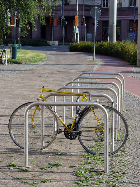 2006-07-09_10599 Disabled Bicycle  (here's the solution to my June 28 riddle) Behindertes Fahrrad  (hier ist die Auflösung meines Rätsels vom 28. Juni) Bicicleta Disminuida Física  (aquí es la solución de mi acertijo del 28 de junio)