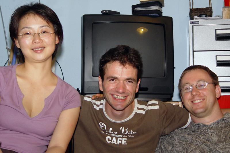 2006-09-21_11203 At my small goodbye party with Wenyu, Aicke (both in the photo), Lisa and Irene - thanks to all! Bei meiner kleinen Abschiedsfeier mit Wenyu, Aicke (beide im Bild), Lisa und Irene - Danke an alle Mi fiesta de despidida con Wenyu, Aicke (ambos en el foto), Lisa y Irene - gracias a todos!