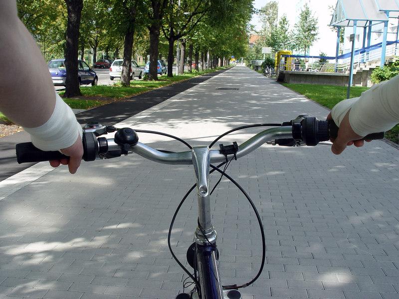 2006-09-07_11134 bandaged on my bike Bandagiert auf meinem Fahrrad voy en mi bicicleta con vendajes