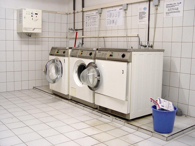 2006-09-02_11103 washing room Waschraum lavabo