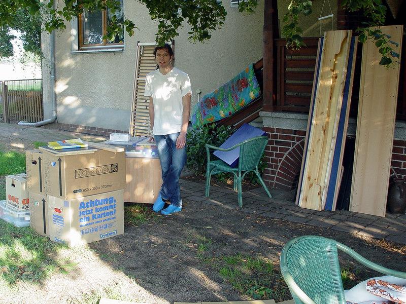 2006-08-17_10989 Moving Back Home  That's not even half of my stuff. Umzug zurück nach Hause  Das ist noch nicht einmal die Hälfte meines Krempels. Mudanza Vuelta a la Casa  Ésta ni aun están medio de mis cosas.