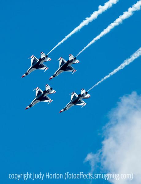 U.S. Air Force F-16 Thunderbirds at the USAFA Graduation