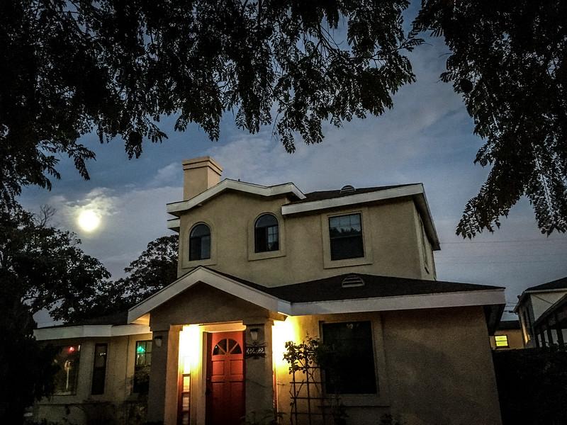 House & Moon