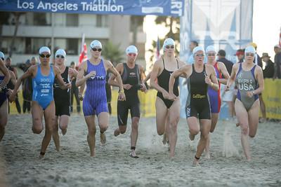 LA TRIATHLON--The Pro women run for the water at the start of the 2007 Los Angeles Triathlon.    Photo by David Crane/Staff Photographer.
