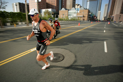 LA TRIATHLON--Pro racer Craig Walton of Australia races up Grand Avenue in Los Angeles sunday during the 2007 Los Angeles Triathlon.    Photo by David Crane/Staff Photographer.