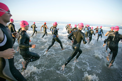 LA TRIATHLON--The elite men enter the water  at the start of the 2007 Los Angeles Triathlon.    Photo by David Crane/Staff Photographer.