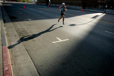 LA TRIATHLON--Pro racer Stephen Hackett of Australia races up Grand Avenue in Los Angeles sunday during the 2007 Los Angeles Triathlon.    Photo by David Crane/Staff Photographer.