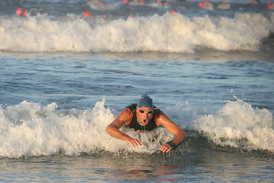 LA TRIATHLON--John Kenny of the USA makes a last plunge towards shore after finishing the swimming section of the 2007 Los Angeles Triathlon.    Photo by David Crane/Staff Photographer.