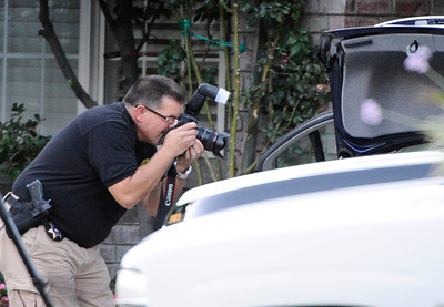 LA county sheriffs homicide on the scene at 23803 Bayview Ct. were 3 adult bodies were found shot inside a car this afternoon of what appears to be a murder suicide in Valencia CA. Aug 5,2011 photo by Gene Blevins/LA DAILY NEWS
