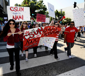 Students from CSUN collage join the estimated crowd of 3000 walkers came out during the 2011 National Alliance on Mental Illness walk at the Santa Monica Third Street Promenade. Santa Monica CA. Oct 1,2011. Photo by Gene Blevins/LA Daily News