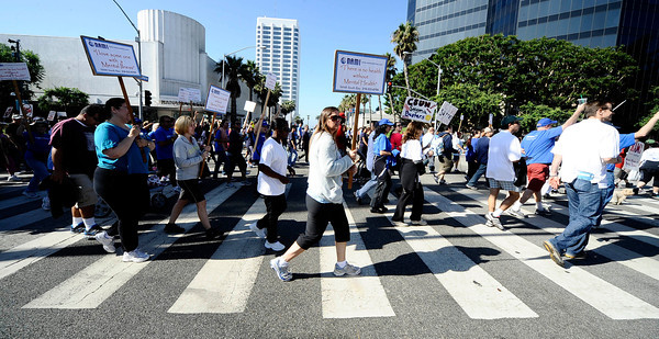 A estimated crowd of 3000 walkers came out during the 2011 National Alliance on Mental Illness walk at the Santa Monica Third Street Promenade. Santa Monica CA. Oct 1,2011. Photo by Gene Blevins/LA Daily News