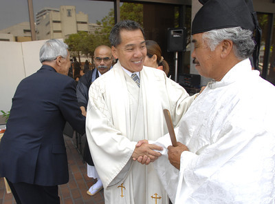 (l-r) Reverend Mark Nakagawa shakes hands with Kiyoshi Igawa. A small gathering of people attended a commemoration service at the Japanese-American Cultural and Community Center in Downtown Los Angeles today. The event was called to commemorate the 65th anniversary of the bombing of Hiroshima and Nagasaki. Los Angeles, CA 08/04/2010 (John McCoy/Staff Photographer)