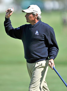Fred Couples waves to the crowd after his second birdie in a row on #4 during the final round of the Northern Trust Open at Riviera Country Club in Pacific Palisades , CA. 2-20-2011. (John McCoy/staff photographer)