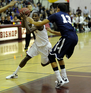 Alemany vs Loyola basketball at Alemany High School in Mission Hills Friday, January 6, 2012. (Hans Gutknecht/Staff Photographer)