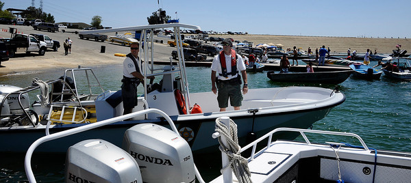 LA county SheriffÕs Department gets ready to head out on the water to  increase its presence Castaic Lake and Pyramid Lake during Operation Dry Water by conducting traffic stops and B.U.I. sobriety check points.  Castaic Lake CA. June 26,2011. Photo by Gene Blevins/LA Daily News