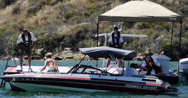 LA county Sheriff's checks out boaters on Castaic Lake during Operation Dry Water by conducting traffic stops and B.U.I. sobriety check points.  Castaic Lake CA. June 26,2011. Photo by Gene Blevins/LA Daily News