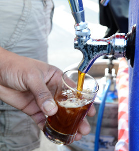 Over 2000 beer lovers came out to sample 20 different kinds of brews makers beers during the annual  Brew at the Zoo. Los Angeles. CA. Aug 12,2011 photo by Gene Blevins/LA DAILY NEWS