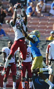 Washington State #86 Marquess Wilson pulls in a 4th qarter pass against Bruins #22 Sheldon Price. UCLA took on the Washington State Cougars in a game at the Rose Bowl in Pasadena, CA. 10/2/10 (John McCoy/staff photographer)