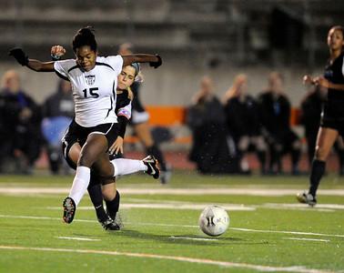 Buena vs. Flintridge Sacred Heart girls' soccer at Occidental College's Patterson Field Thursday, December 15, 2011, (Hans Gutknecht/Staff Photographer)