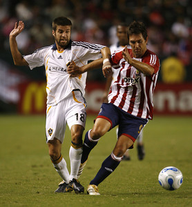 Chivas Ante Razov battles for control of ball against Galaxy Kyle Martino during the first half of the game on Thursday, September 13, 2007. (Edna T. Simpson)
