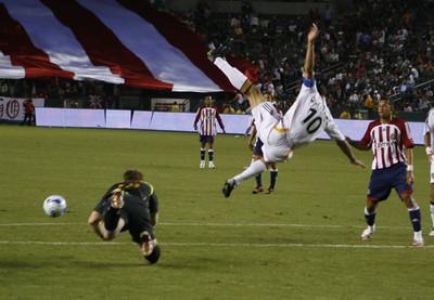 Galaxy Landon Donovan goes airbourne against Chivas GK Brad Guzan during the second half of the game on Thursday, September 13, 2007  (Edna T. Simpson)